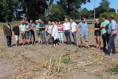Landwirte und Politiker machten sich vor Ort ein Bild.